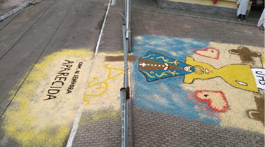 Grupo Arte em Missão confecciona tapete de Corpus Christi