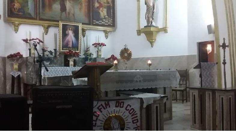 Paróquia São João Batista realiza adoração ao Santíssimo