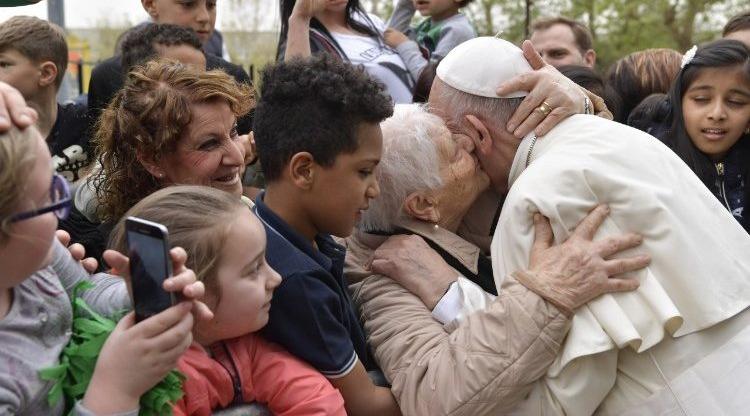 Papa Francisco divulga mensagem para o Dia Mundial dos Avós e dos Idosos