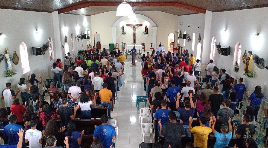 Paróquia Nossa Senhora das Dores reúne 220 crismandos em retiro