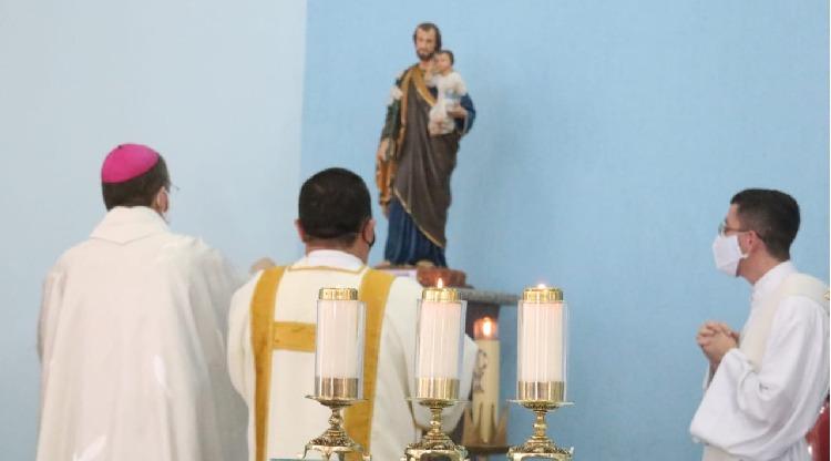 Diocese celebra dia de São José Operário com benção para carteiras