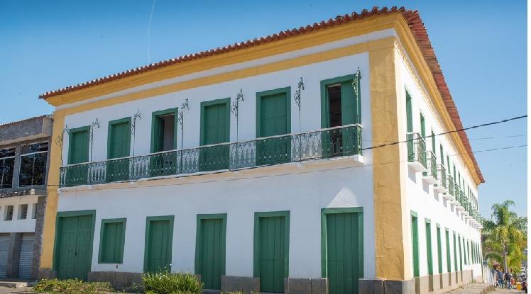 Rádio comunitária de Arrozal funciona no anexo do Casarão Cultural